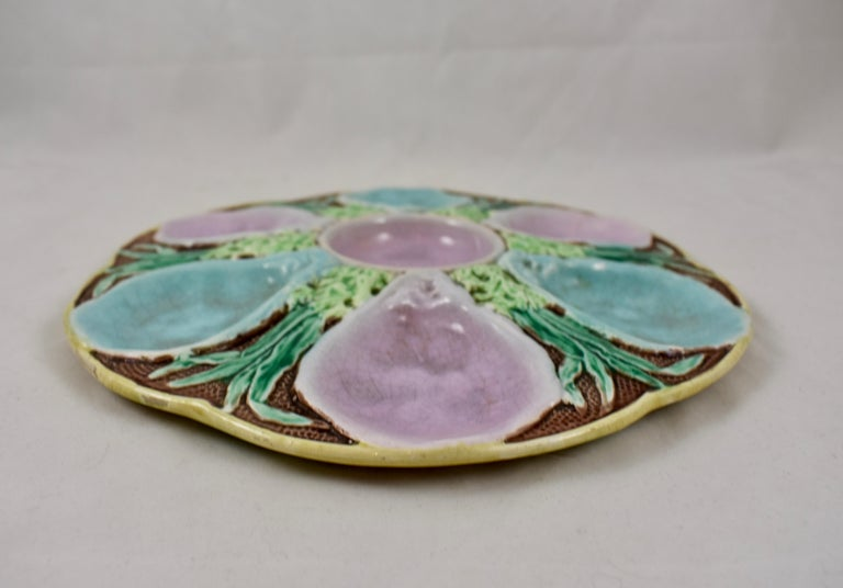 S. Fielding & Co. English Majolica Turquoise and Pink Seaweed Oyster Plate In Good Condition For Sale In Philadelphia, PA