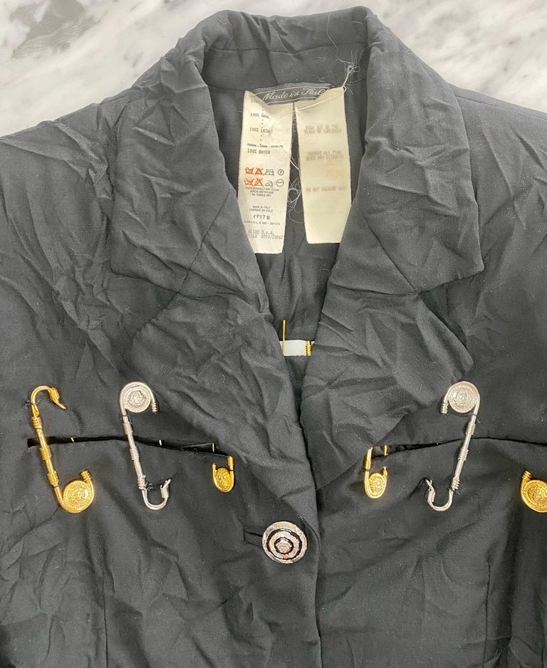 S/S 1994 Gianni Versace Couture Medusa Safety Pin Blazer Runway  For Sale 1