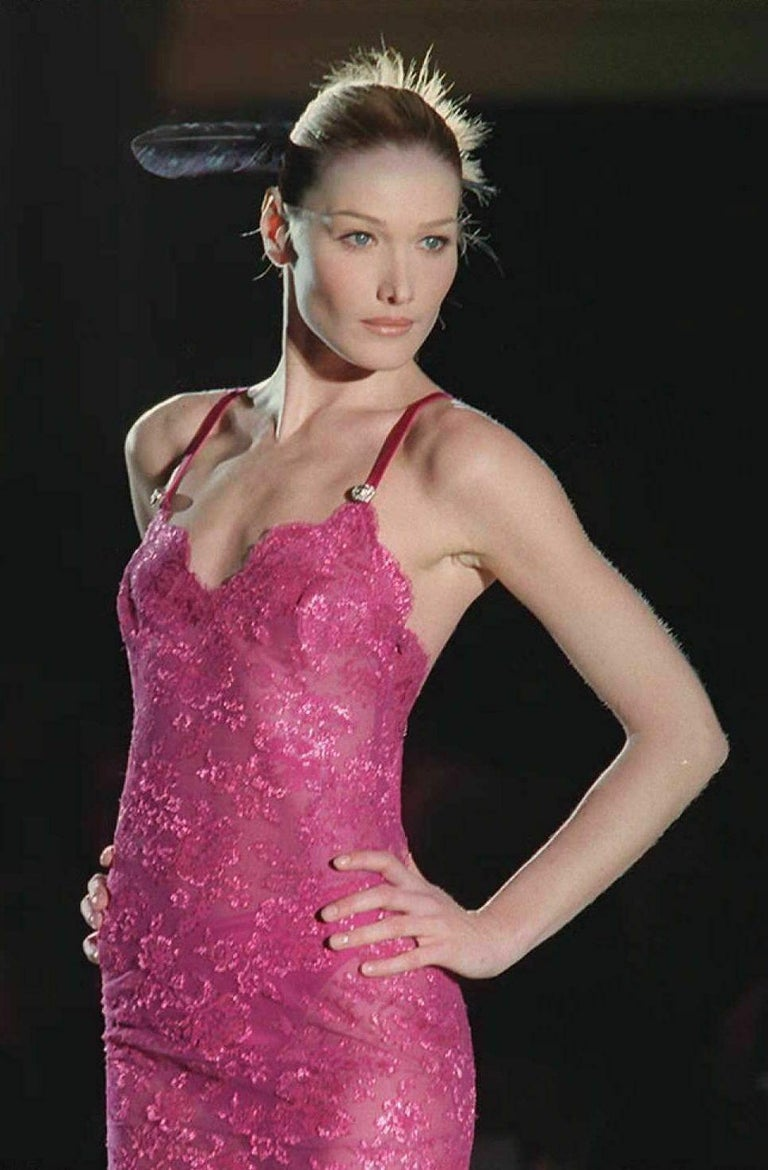 S/S 1996 ICONIC VINTAGE VERSACE ATELIER PINK LACE GOWN as seen in MET MUSEUM In New Condition For Sale In Montgomery, TX