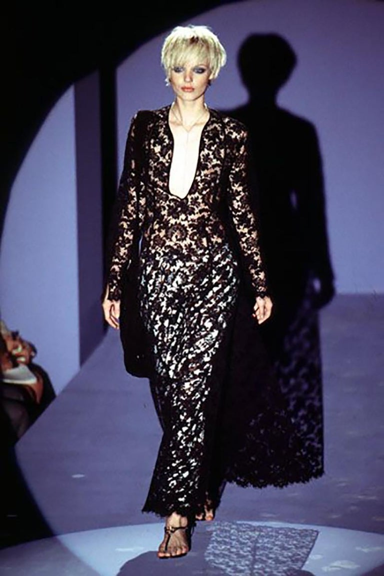 S/S 1996 Iconic Tom Ford for Gucci Black Lace Dress  Madonna wore the same dress to VH1 Vogue Fashion Awards   Size 38  Excellent