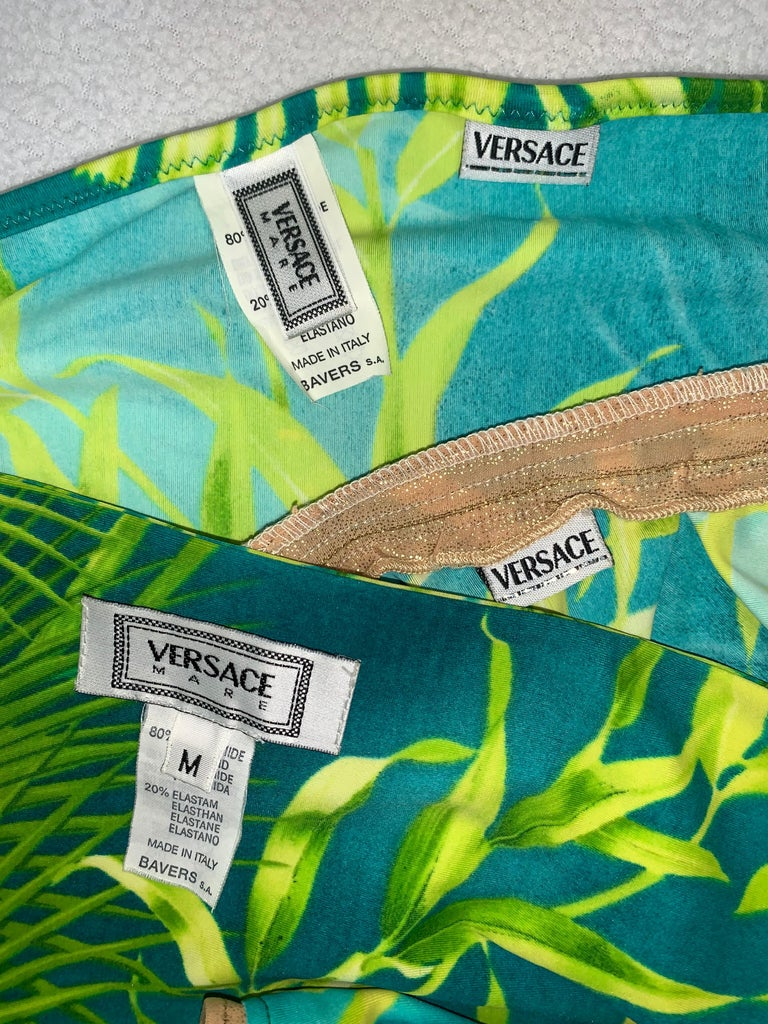 S/S 2000 Gianni Versace Famous Tropical Palm Print Strapless Ultra Low Bikini Sw In Good Condition For Sale In Yukon, OK