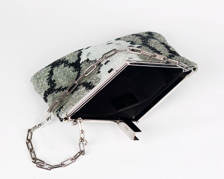S/S 2000 VINTAGE TOM FORD for GUCCI BEADED EVENING CLUTCH BAG In Excellent Condition For Sale In Montgomery, TX