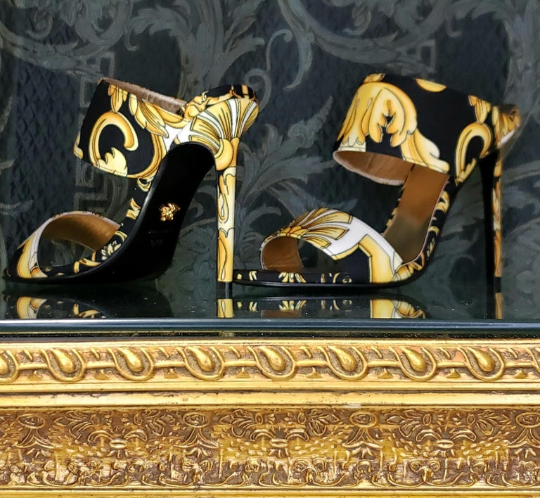 S/S 2018 l-k#12 VERSACE BAROQUE TEXTILE SANDALS In GOLD and BLACK 37.5, 39, 40 In New Condition For Sale In Montgomery, TX