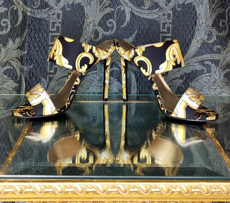 Women's S/S 2018 l-k#12 VERSACE BAROQUE TEXTILE SANDALS In GOLD and BLACK 37.5, 39, 40 For Sale