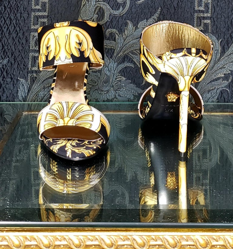 S/S 2018 l-k#12 VERSACE BAROQUE TEXTILE SANDALS In GOLD and BLACK 37.5, 39, 40 For Sale 2