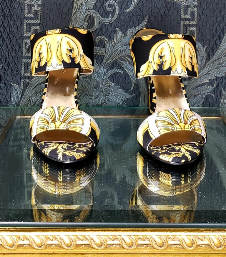 S/S 2018 l-k#12 VERSACE BAROQUE TEXTILE SANDALS In GOLD and BLACK 37.5, 39, 40 For Sale 3