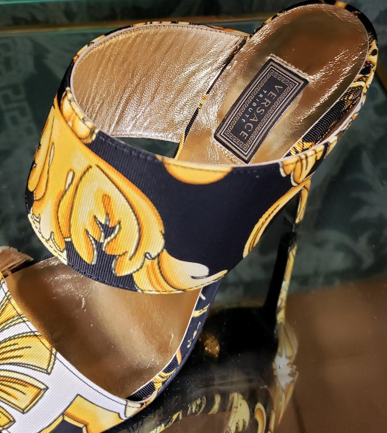 S/S 2018 l-k#12 VERSACE BAROQUE TEXTILE SANDALS In GOLD and BLACK 37.5, 39, 40 For Sale 5