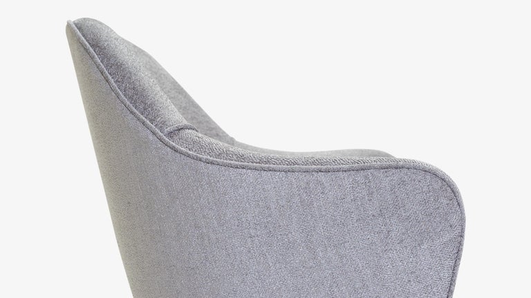 Contemporary Saarinen Executive Armchair in Sterling Bouclé, Vintage Swivel Base For Sale