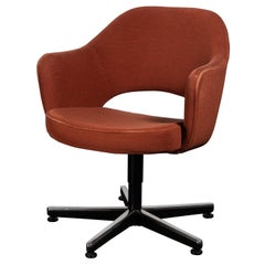 Saarinen Executive Armchair Swivel in Original Red Ochre by Knoll
