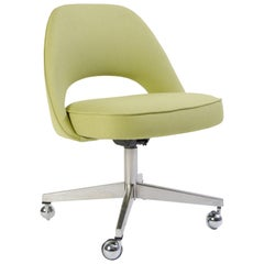 Saarinen Executive Armless Chair in Green Fabric, Swivel Base