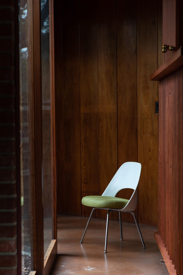 Saarinen Executive side chair with metal legs for Knoll. Originally designed in 1946, this late 1990s / early 2000s edition is executed in green and white with Knoll manufacturer's stamping in fabric on the underside of the chair. A clean and