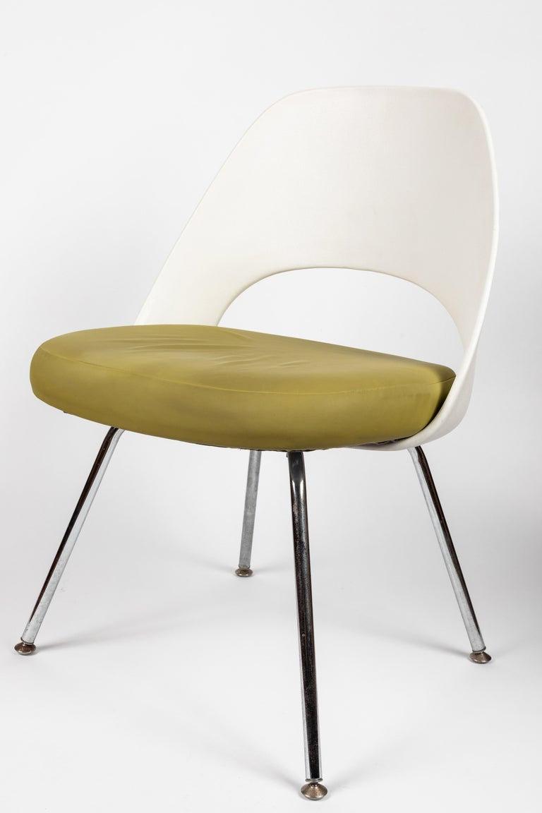 Mid-Century Modern Saarinen Executive Side Chair with Metal Legs for Knoll For Sale