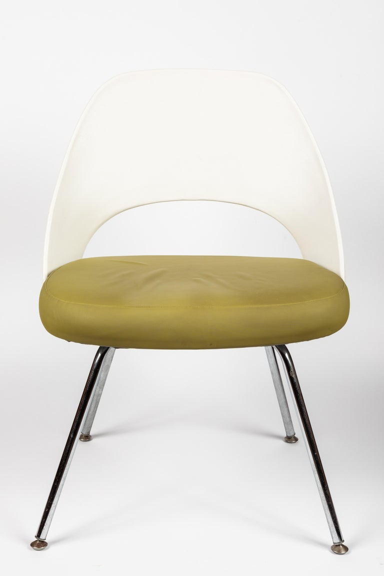 20th Century Saarinen Executive Side Chair with Metal Legs for Knoll For Sale