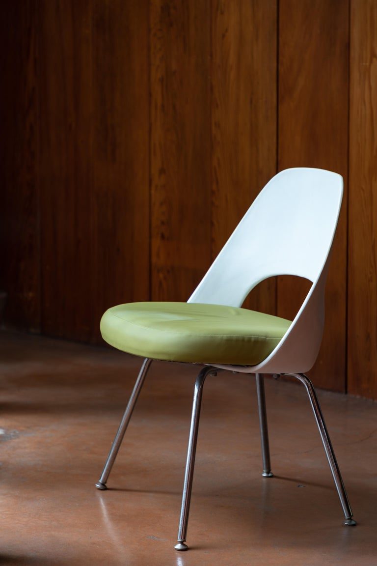 Fabric Saarinen Executive Side Chair with Metal Legs for Knoll For Sale