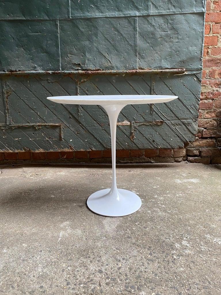 Mid-Century Modern Saarinen for Knoll Ovoid Marble Tulip Base End Table For Sale