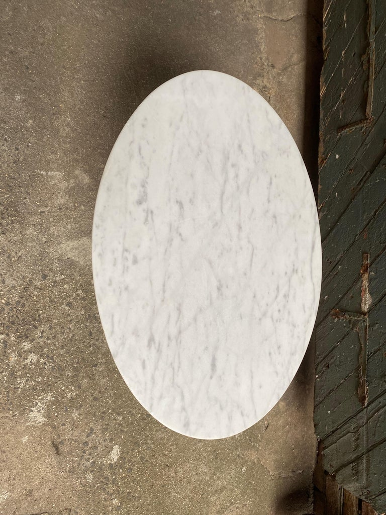 Saarinen for Knoll Ovoid Marble Tulip Base End Table In Good Condition For Sale In Garnerville, NY