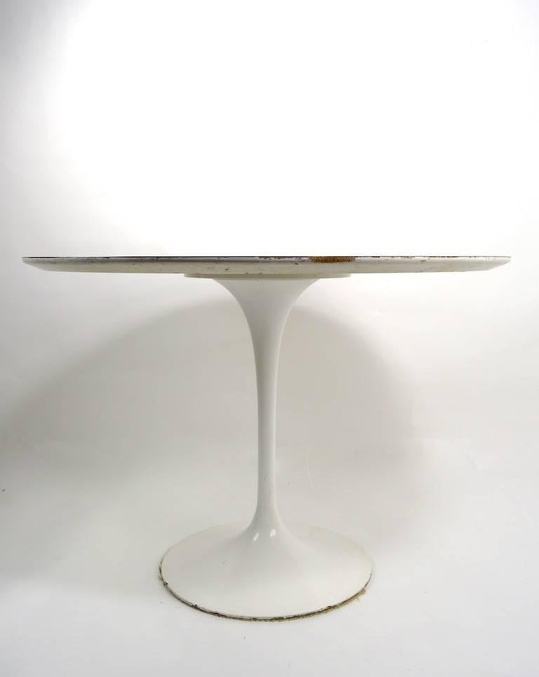 Nice early Saarinen design for Knoll tulip dining table. This example has the 575 Madison Ave Knoll address, it is in very good original condition, showing only light cosmetic wear, normal and consistent with age. Modern design classic, iconic form,
