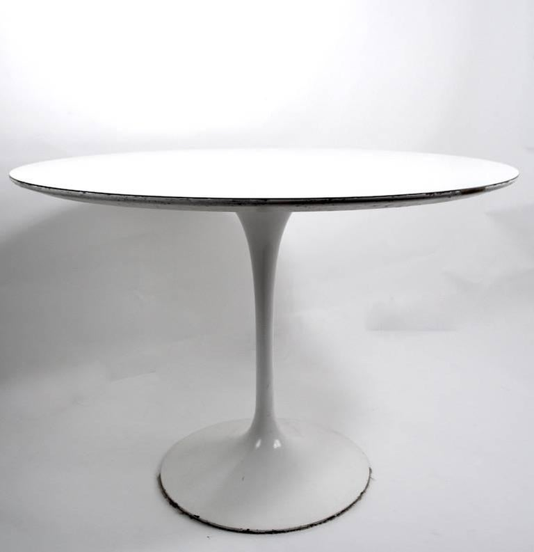 20th Century Saarinen for Knoll Pedestal Dining Table For Sale