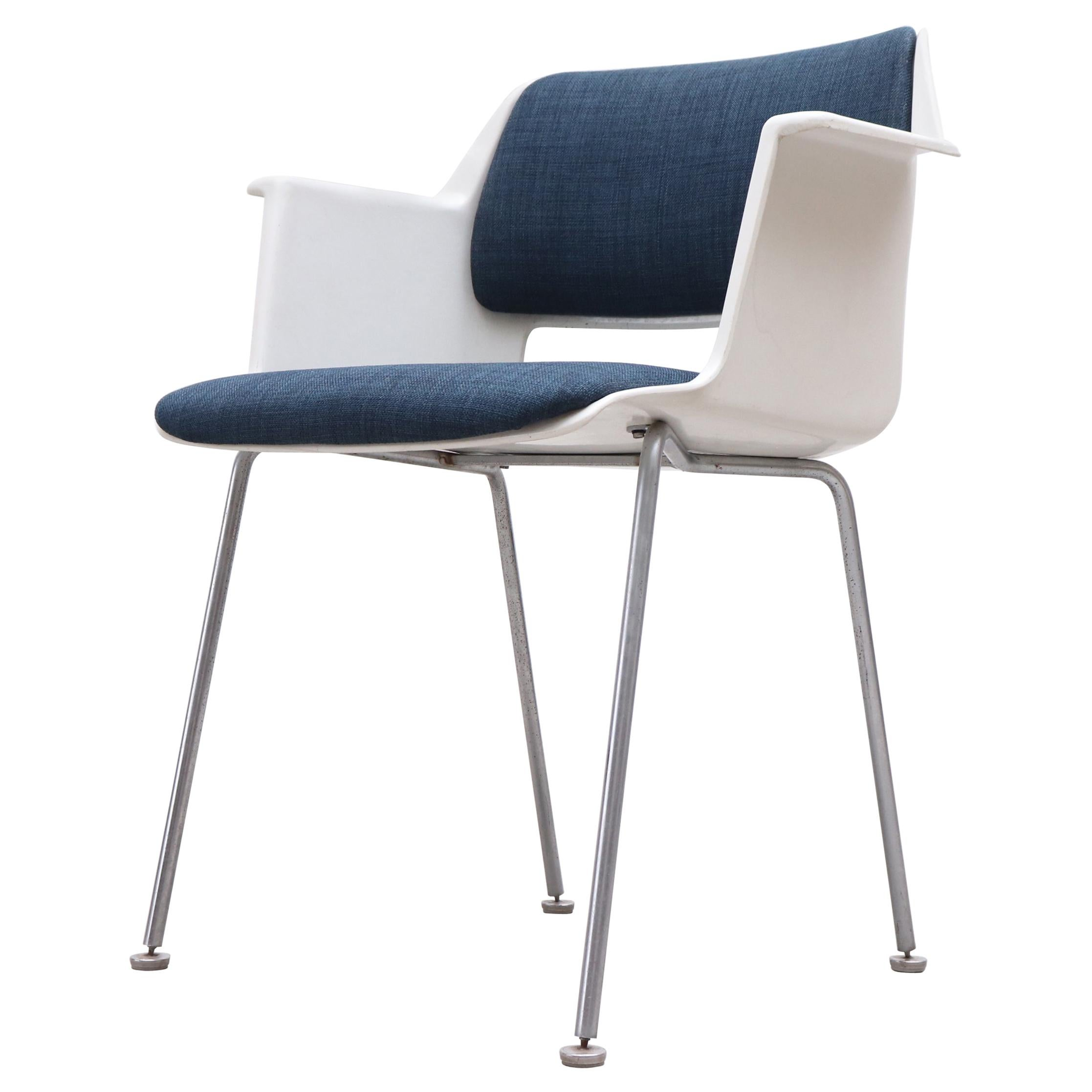 Saarinen Style Arm Chair by A.R. Cordemeyer for Gispen