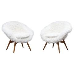 Saarinen Style Faux Fur Bucket Chair by Miroslav Navratil