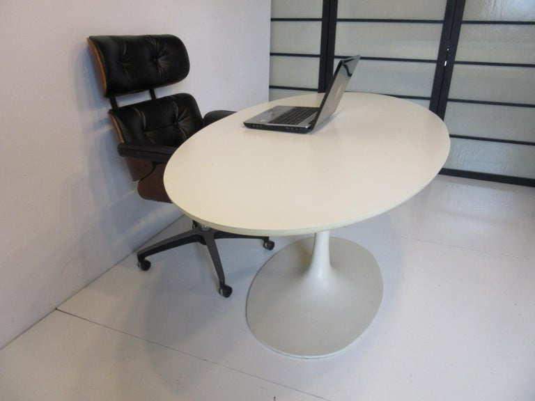 Saarinen Styled Tulip Based Table Desk by Maurice Burke for Burke International For Sale 2