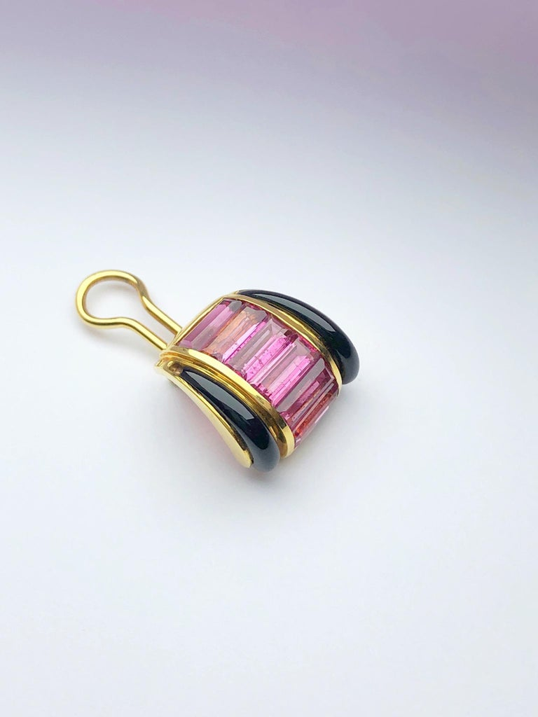 Sabbadini 18 Karat Yellow Gold Earrings with Pink Tourmaline and Black Onyx In New Condition For Sale In New York, NY