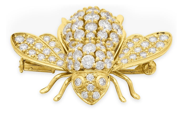 Retro Sabbadini, Famous Italian Designer, Diamond set Bee Brooch in 18K Yellow Gold For Sale