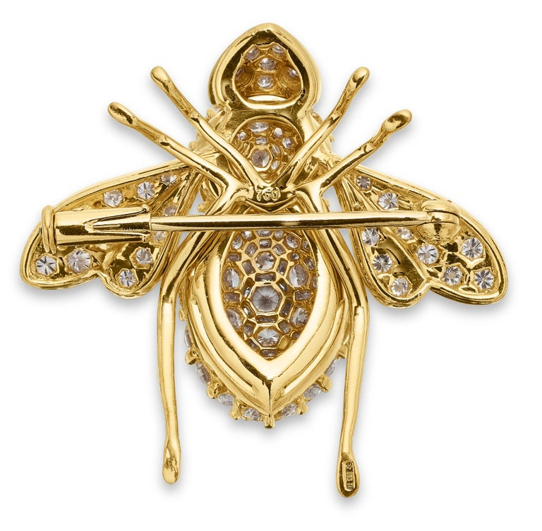 Round Cut Sabbadini, Famous Italian Designer, Diamond set Bee Brooch in 18K Yellow Gold For Sale