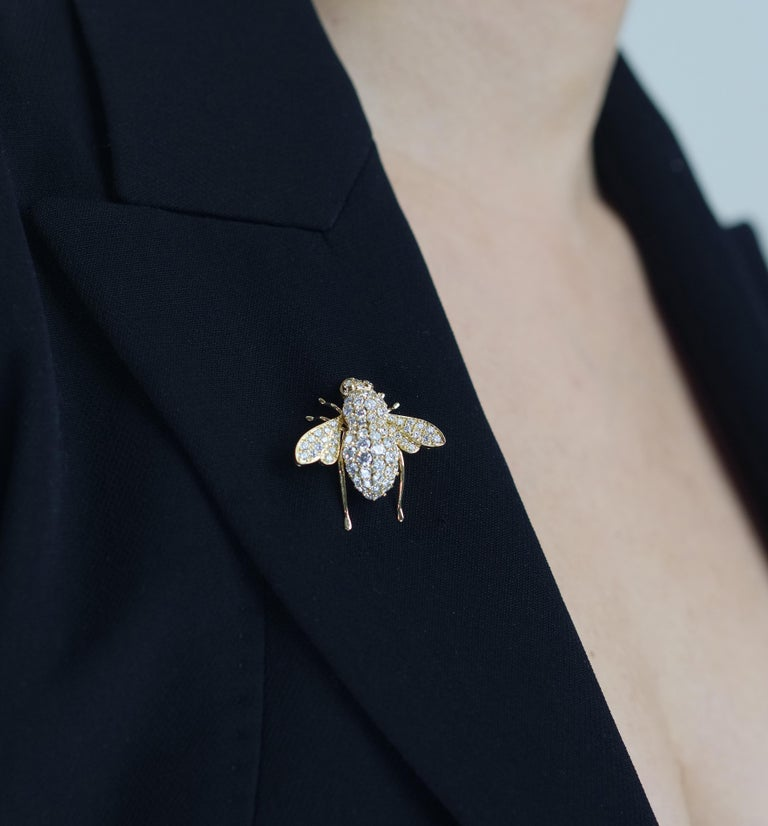 Sabbadini, Famous Italian Designer, Diamond set Bee Brooch in 18K Yellow Gold In Excellent Condition For Sale In London, GB