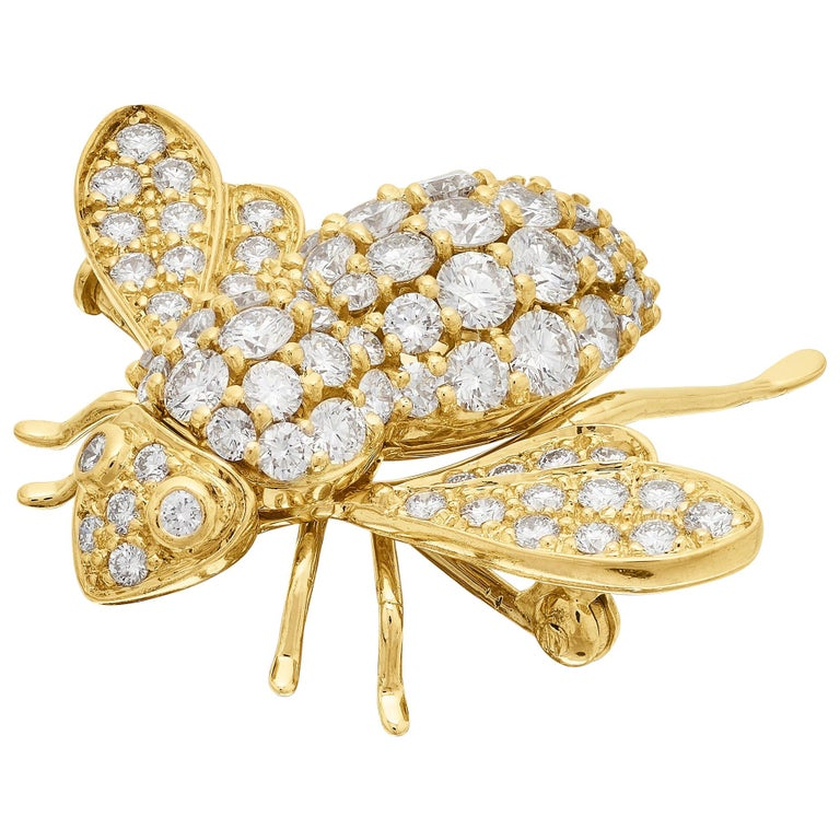 Sabbadini, Famous Italian Designer, Diamond set Bee Brooch in 18K Yellow Gold For Sale