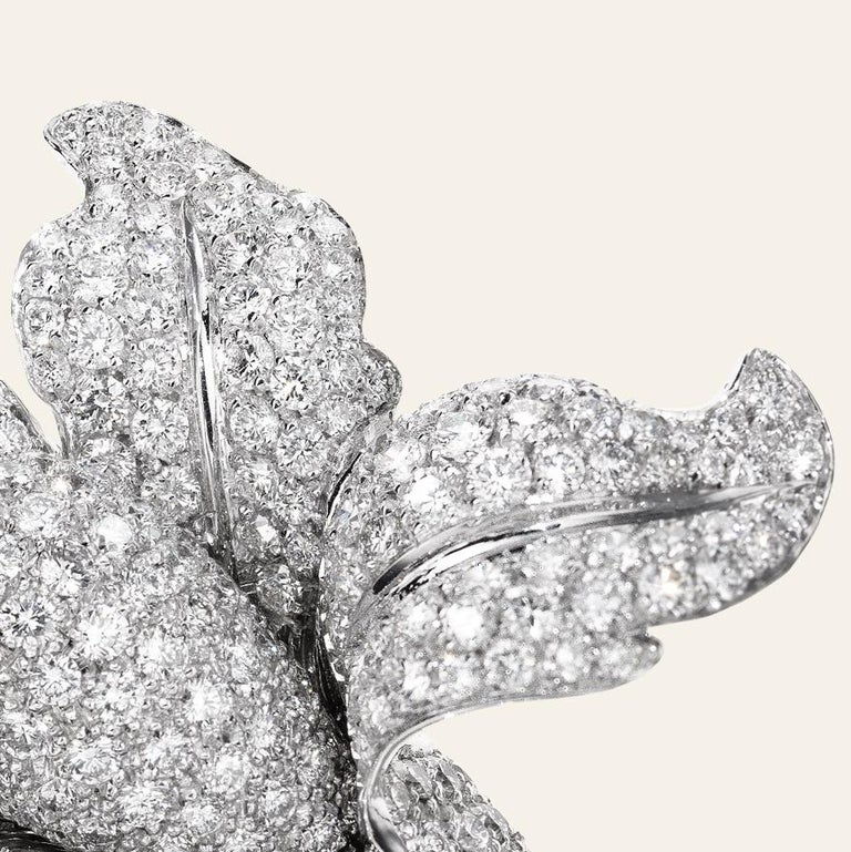 Sabbadini Jewelry Diamond and Platinum Flower Brooch In New Condition For Sale In Milan, IT