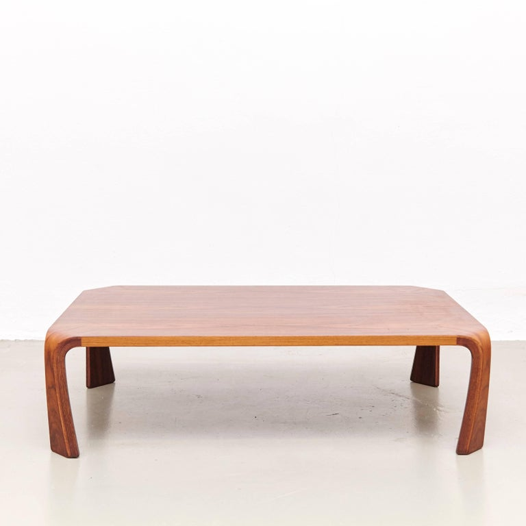 Stunning coffee table in bent rosewood, designed by Saburo Inui, manufactured by Tendo in Japan, 1960s.