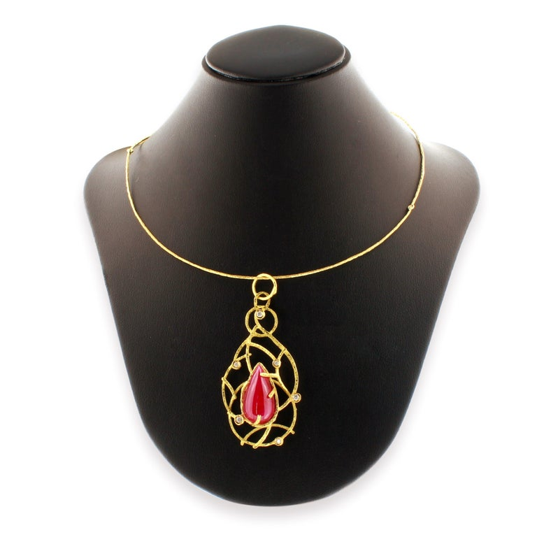 Women's Sacchi 14.5 Carat Ruby and Diamonds Gemstone 18 Karat Gold Pendant Necklace For Sale