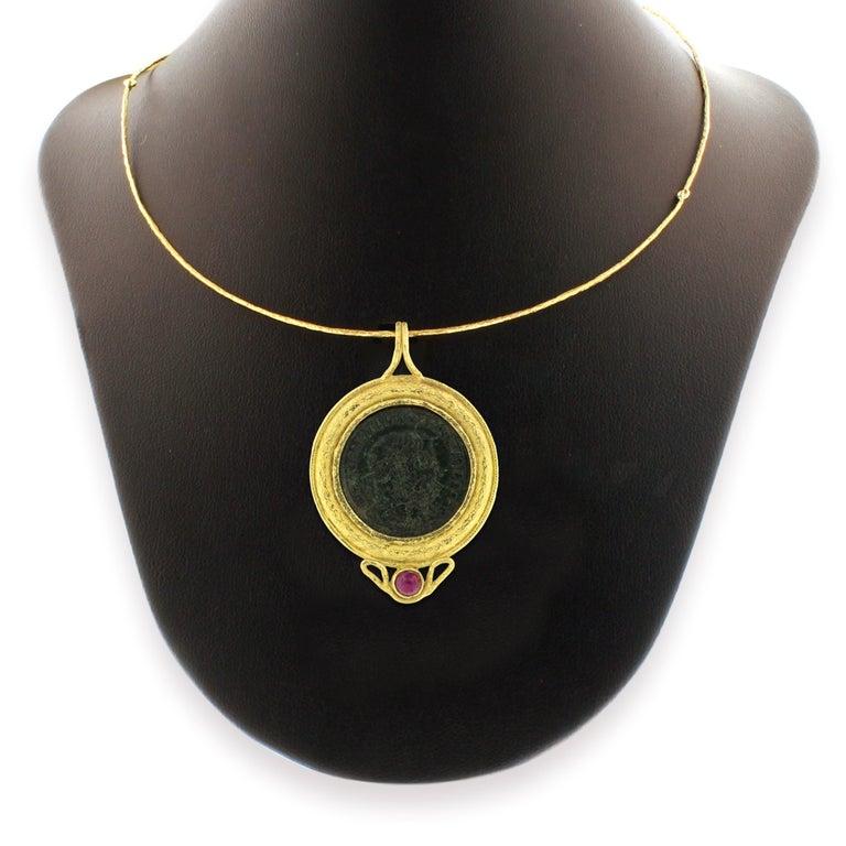 Round Cut Sacchi Ancient Roman Coin and Tourmaline Gemstone 18 Karat Yellow Gold Pendant For Sale