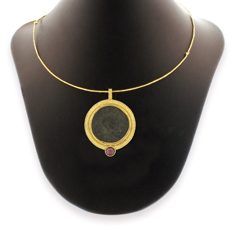 Sacchi Ancient Roman Coin and Tourmaline Gemstone 18k Yellow Gold Pendant In New Condition For Sale In Rome, IT