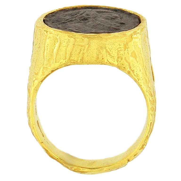 Contemporary Sacchi Ancient Roman Coin Ring 18 Karat Yellow Gold Monete Signet Ring For Sale