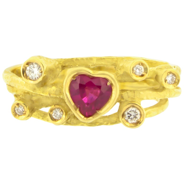 Sacchi Heart Ruby and Diamonds Gemstone Cocktail Ring 18 Karat Yellow Gold For Sale