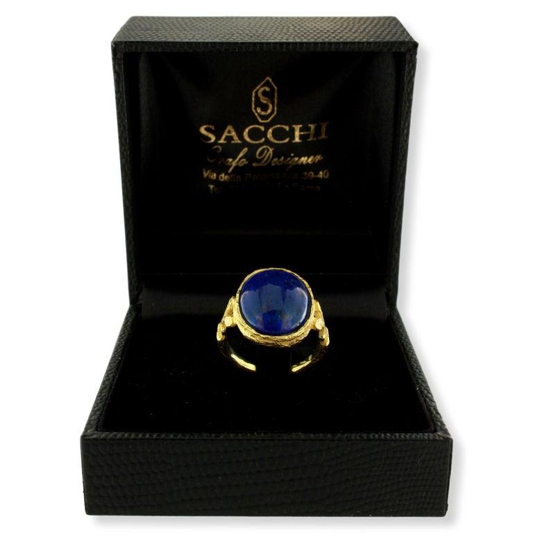 Women's or Men's Sacchi Lapis Lazuli Roman Style Ring 18 Karat Satin Yellow Gold For Sale
