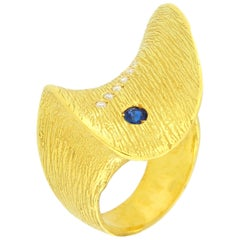 "Sacchi ""Wave"" Sapphire and Diamonds Gemstones 18 Karat Yellow Gold Cocktail Ring"