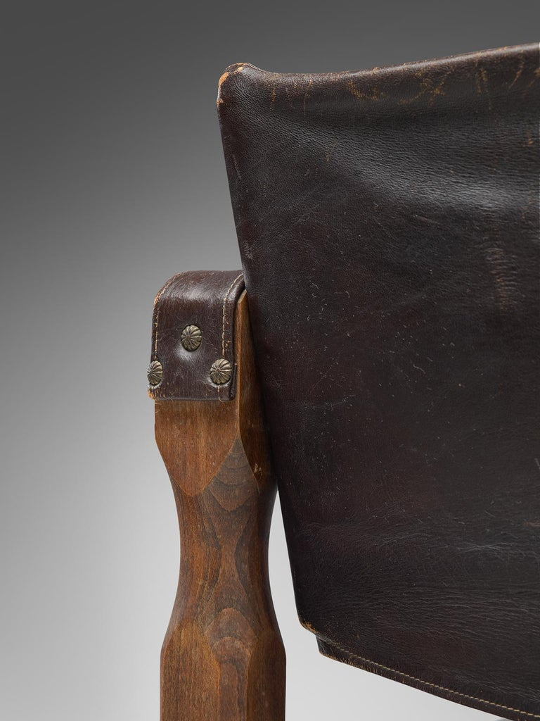 Safari Chair in Patinated Brown Leather and Oak, 1940s For Sale 1