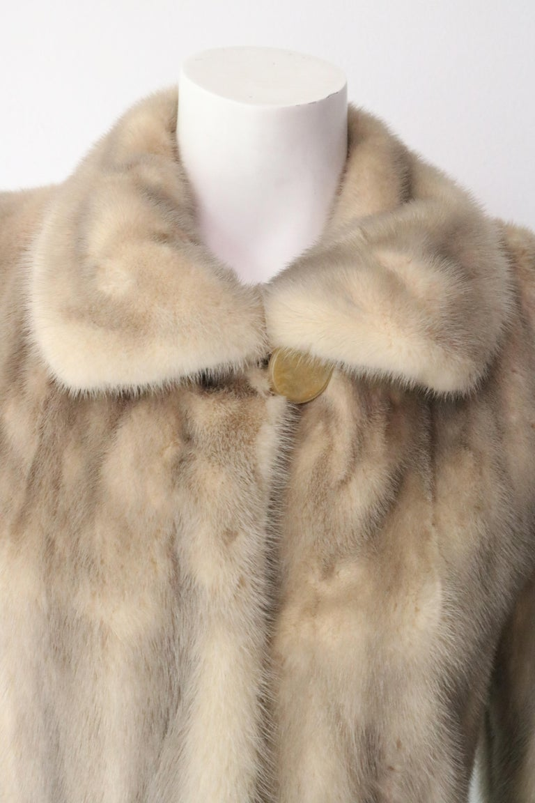 BEAUTIFUL Mink Carmel and Blonde colored fur jacket.  Size 4  Mid Length  Vintage - Great condition.  Small tear in underarm (see photo)
