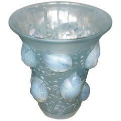 'Saint-Francois' Art Deco Opalescent Glass Vase with Perching Birds Decoration