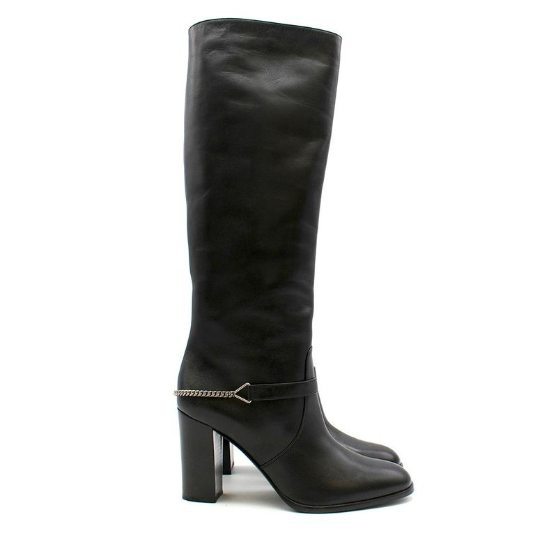 Saint Laurent knee-boots featuring a round-toe, a silver chain and stacked heel. RRP £1590  - Made in Italy  Please note, these items are pre-owned and may show signs of being stored even when unworn and unused. This is reflected within the