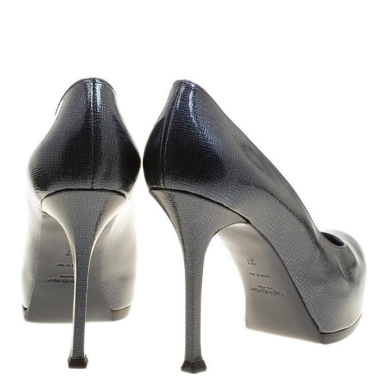 Women's Saint Laurent Dark Blue Textured Leather Tribtoo Platform Pumps Size 37 For Sale