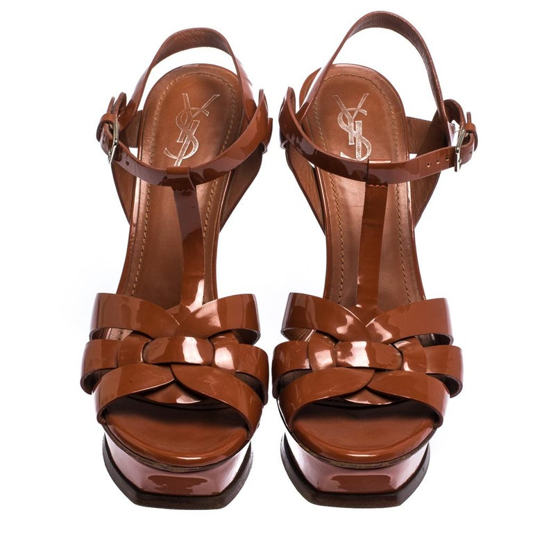 Saint Laurent Mud Brown Patent Leather Tribute Platform Sandals Size 40.5 In Good Condition For Sale In Dubai, Al Qouz 2