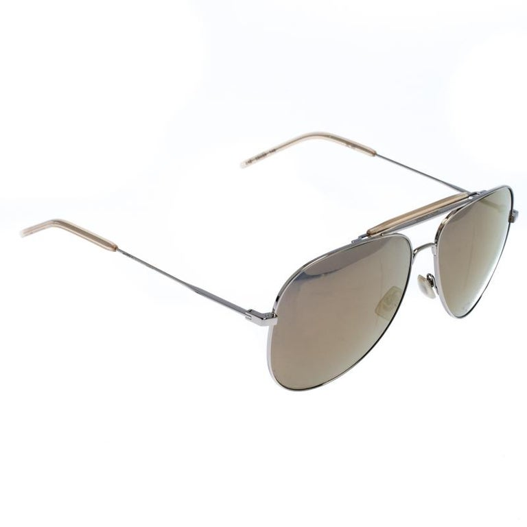 Luxury accessories are always a prize to own as they are designed to last and also to make you look fashionable. This creation from Saint Laurent is a great example. It comes with a classic aviator frame fitted with mirrored lenses offering ample
