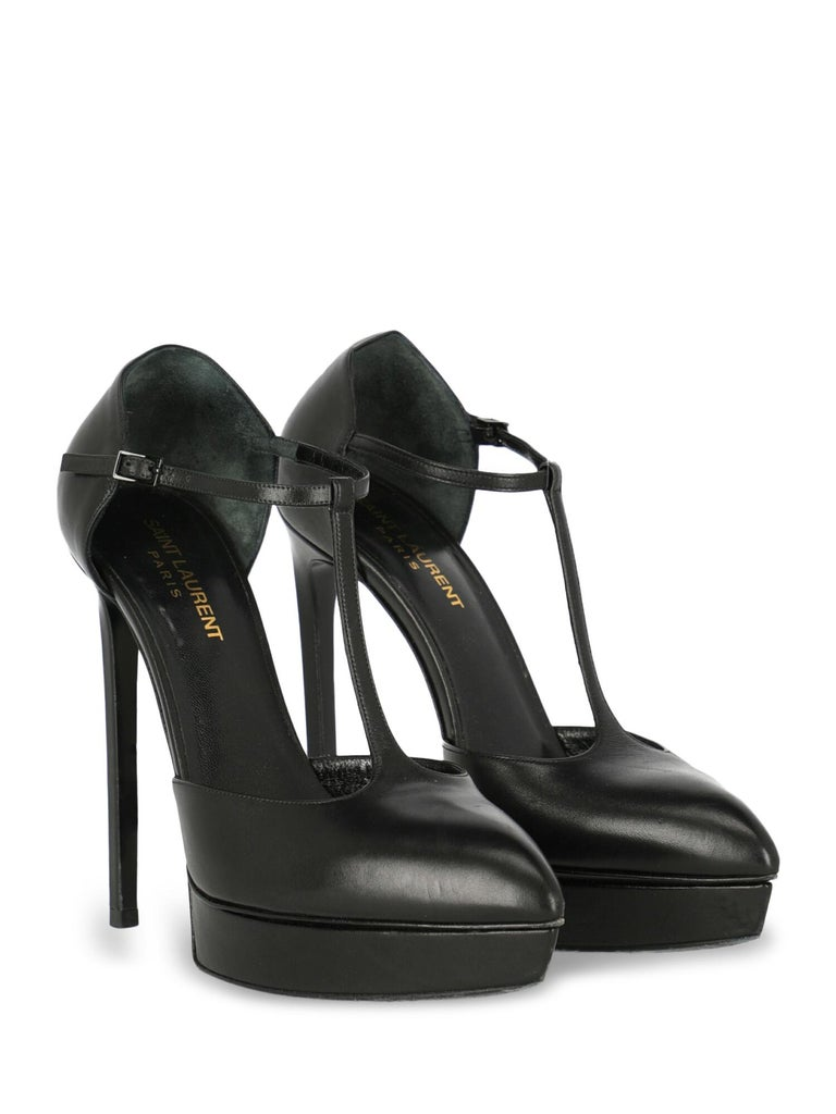 Pumps, leather, solid color, buckle fastening, pointed toe, branded insole, stiletto heel, high heel, suede lining. Product Condition: Good. Heel: visible scratches. Sole: visible signs of use. Upper: negligible color transfer, negligible scratches,