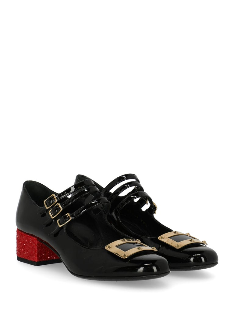 Pumps, leather, solid color, shiny effect, internal logo, buckle fastening, gold-tone hardware, round toe, leather insole, branded sole, block heel, low and flat heel, leather lining, embellished heel, rockstud embellishment. Product Condition: