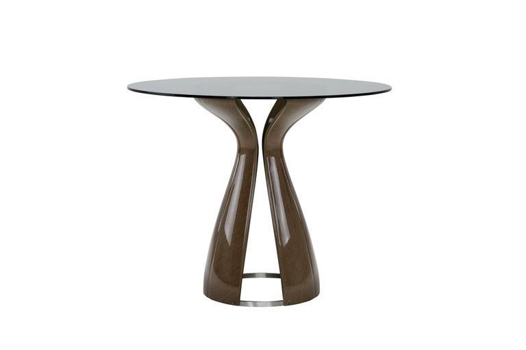 Original and creative, the Codet table is named after the eponymous hotel in Paris, to which it has been dedicated. The base has organic shapes, hinting at the petals of a just-blossomed flower, or two linen leaves swaying in the wind, almost