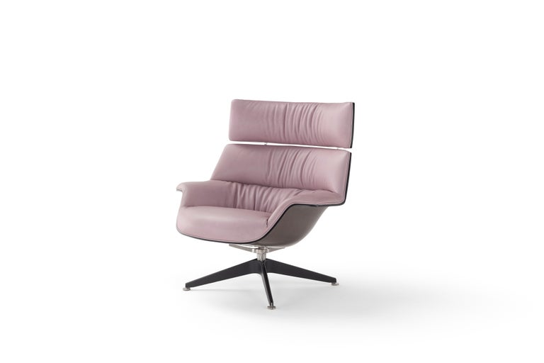 Saintluc coach armchair in leather.